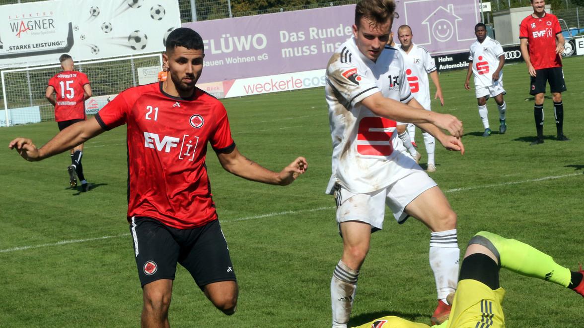 Trug zum 4:1-Erfolg des Göppinger Sportvereins gegen Bruchsal bei: Gian Piero Falcone (in rot). © Foto: Peter Poller
